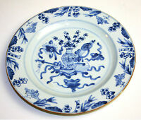 ASSIETTE EN PORCELAINE BLEUE. QUIANLONG. CHINE. XVIII-XIX.