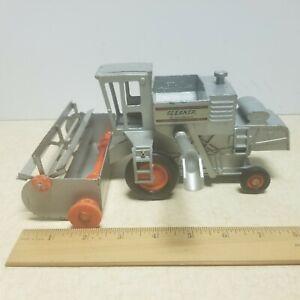 Toy Ertl  Allis-Chalmers Gleaner L-2 Combine 1/32 #1207 USA Dyersville IA