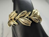 Beautiful Vintage Gold-tone Openwork Bell flower |Bracelet from Lisner Jewellery