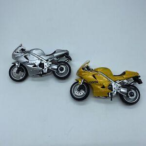 2 MAISTO 1/18 TRIUMPH DAYTONA 955i Bike Motorcycle Diecast Toys Silver & Gold