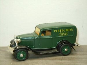 1932 Ford Panel Delivery Truck - ERTL 1:43 *52341