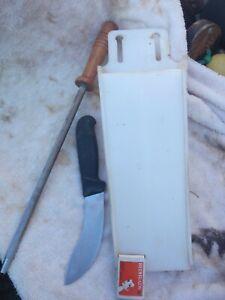 Skinning Knife & Sharpening steel in Scabbard