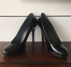 Stuart Weitzman Round Toe Black Patent Leather Pumps Size 9M