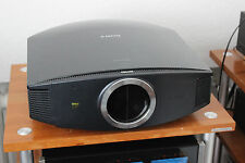 Sony VPL-VW85 Highend Heimkino-Projektor mit 588 Stunden - Topzustand & OVP!