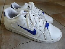 Boys NIKE White Trainers UK 5 (Very Good Condition)