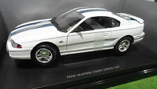 FORD  MUSTANG GT Coupé Dream Car blanc bande bleu 1/18 UNIVERSAL HOBBIES voiture
