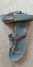 Fitflop ladies bronze coloured toe posts size 5