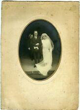 PHOTO mariage un couple pose wedding robe blanche voile 1920