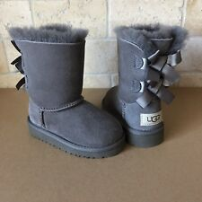 UGG SHORT BAILEY BOW GREY GRAY SUEDE SHEEPSKIN BOOTS SIZE US 6 TODDLERS KIDS