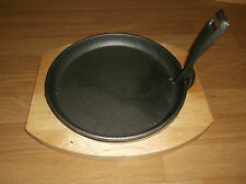 Pizza serving tray with wooden base Cast Iron Skillet Sizzler Pan 27cm * 25cm