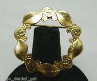VTG Gold Tone Textured Leaf Wreath Metal Brooch Pin - Unsigned