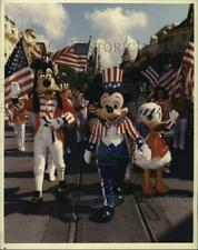 1991 Press Photo Mickey Mouse leads parade at Walt Disney World in Florida