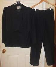 WOMEN'S SUITS ME PETITES NAVY BLUE TWO PIECE JACKET & PANT SUIT SIZE 8