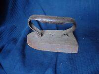 Vecchio Ferro A Ferro da Stiro Antico IN Ghisa Vintage Maniglia Twisted XIX 19°