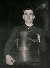 Facteur Postier c. 1950 - DIV 3472