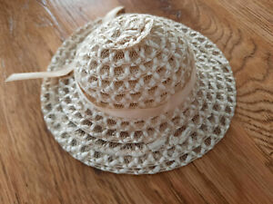 Chapeau de poupée ancien ruban beige
