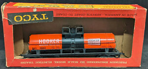 TYCO: HOOKER CHEMICAL TANK CAR, ORANGE, HEAVY. Vintage. HO Scale. USA