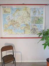 Superbe vintage abat école géographique carte de l'Europe, ressources naturelles