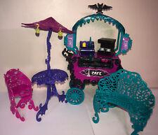 Monster High Scaris City of Frights Cafe carro con mesa paraguas silla banco