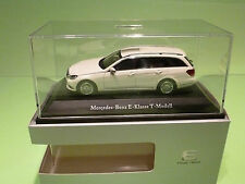 KYOSHO   1:43 MERCEDES BENZ E T-MODELL - GOOD CONDITION IN BOX - DEALER EDITION.