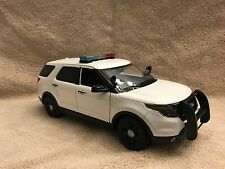 1/18 SCALE BLANK WHITE FORD  PD UT SUV  DIECAST WITH WORKING LIGHTS AND SIREN