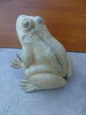 GRENOUILLE EN BRONZE , statue d une grenouille en bronze pat vert