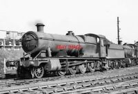 PHOTO  GWR LOCO NO 3812 AT READING SHED.   3.62. BY COALING STAGE