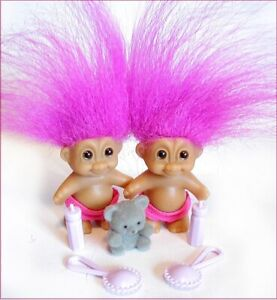 2 BABY TWIN TROLLS Russ FUCHSIA Hair & Teddy Bear & Bottles NEW old stock