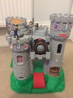 VINTAGE 1994 FISHER PRICE GREAT ADVENTURE CASTLE AND FIGURES Plus Extras