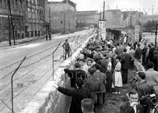 """Photographie,  """"Berlin, dimanche près du mur"""",  1964     /    15 x 20"""