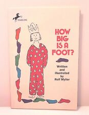How Big Is A Foot? by Rolf Myller - Paperback Children's Book EUC