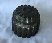 * Vintage Kitchenware Round Tin Metalware Metal Jello Mold #1150