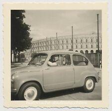 Nürnberg Kolosseum - Auto Fiat 600 Oldtimer - Altes Foto 1955