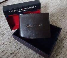 TOMMY HILFIGER ~ Wallet & Valet & PASS ~ 100% di qualità in pelle marrone ~ ~ NUOVO CON SCATOLA