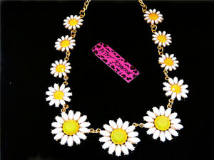Betsey Johnson Enamel crystal lovely daisy pendant necklace