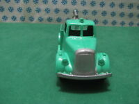 Vintage Tootsietoy  -  CARRO ATREZZI / TOWING Truck      -  Chicago USA 1952
