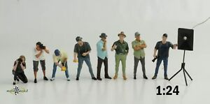 Figurine Weekend Car Show Set 8 Piece Woman Mann Reporter 1:24 American Diorama