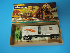 HO Scale Athearn 40' Western Pacific SD Box Car # 19535 NO COUPLERS