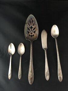 Tudor Plate Oneida Community 1946 Queen Bess II Silverware 5 Pieces Pieserver