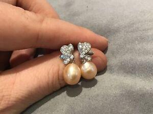 0.2 Carat Diamond Brilliant Cut & Peach Pearl Earrings In Platinum Finish