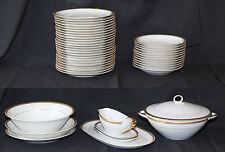 Service de table en porcelaine probablement  de LIMOGES 44 Pièces blanc bordure