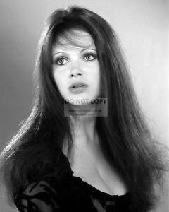 MADELINE SMITH BRITISH ACTRESS - 8X10 PUBLICITY PHOTO (EP-280)