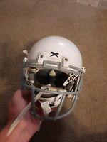 2018 XENITH X2E YOUTH FOOTBALL HELMET - SMALL- WHITE with chin strap