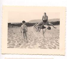 Plage saute-mouton jeux - photo ancienne amateur an. 1937