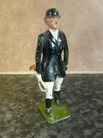 BRITAINS LTD DIE-CAST HUNTSWOMAN FIGURE MOVING RIGHT ARM MADE IN ENGLAND VGC