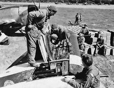 WWII Photo P-47 Thunderbolt Fighter Ammo Loading  World War 2 WW2 / 5142