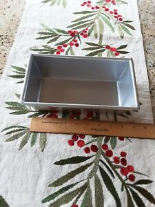 William Sonoma  Loaf Pan Traditional Finish Commercial-Quality Made In USA EUC