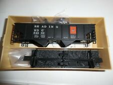 TRAIN MINIATURE HO Scale, Hopper Car Kit, READING RR w/ coal load & mag couplers