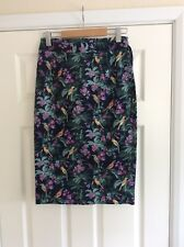 Pencil skirt from Oasis Size 10 with back slit & belt - tropical bird print
