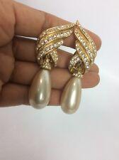 Statement  vtg. Ciner Retro Faux Diamond Pearl Drop gold tone clip earrings
